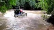 عبور ماشین تویوتا از رودخانه