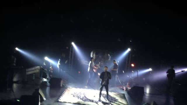 سیروان خسروی - اجرای زنده بازم بتاب