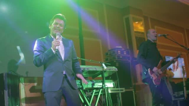 توماس آندرس - اجرای آهنگ  Brother Louie - قزاقستان