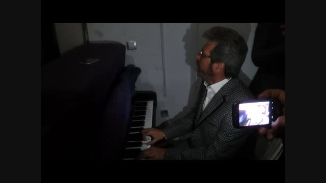 آهنگ ( وقف پرنده ها ) با اجرای قاسم افشار و حسن ریوندی