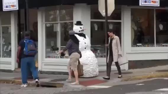 دوربین مخفی ادم برفی ترسناك!