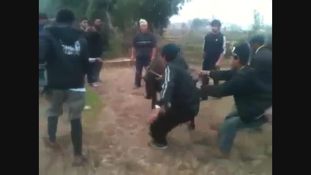 گردن زدن گاو تنها  با یک ضربه شمشیر.