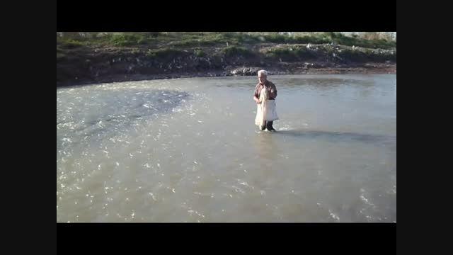 کلیپ ماهیگیری با سالی در شلمان رود خلیفه محله گیلان