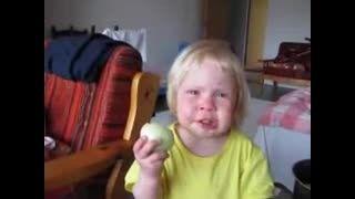 علاقه شدید بچه به خوردن پیاز