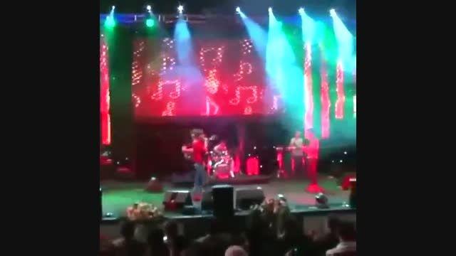 تبریک روز دختر توسط مرتضی پاشایی در کنسرت