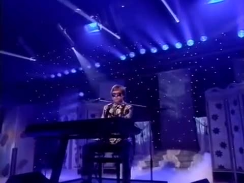 اجرای التون جان از آهنگ زیبای: The One