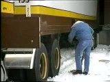 آموزش رانندگی با کامیون در جاده های برفی