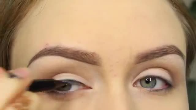 آرایش پاییزی چشم بزرگ و لب قرمز