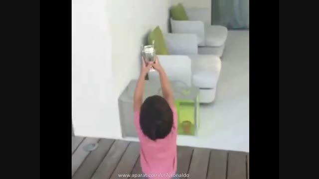 آموزش فوتبال پیکه به فرزندش (میلان پیکه)