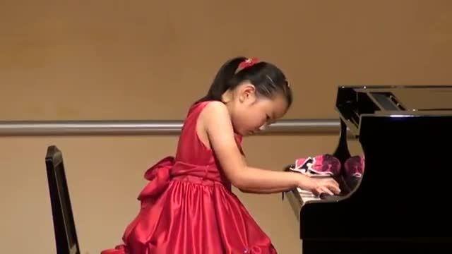 پیانو نواز 8 ساله