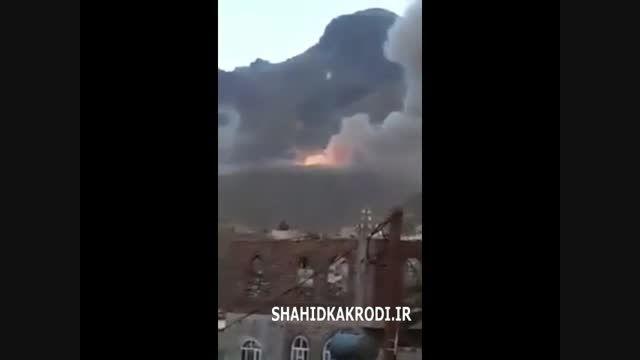 لحظه انفجار بمب سنگر شکن آل سعود (آل یهود)برسرمردم یمن