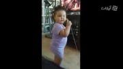 دختر آوازه خوان