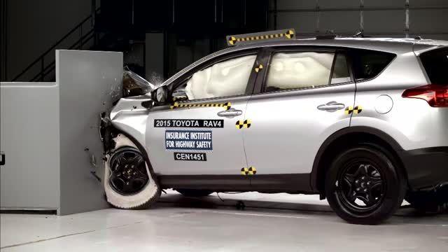 تست تصادف تویوتا راو 4 مدل 2015