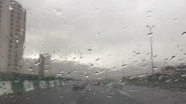 چه میكنه این آهنگ بارون امین رستمی زیر بارون اردیبهشت٩٤