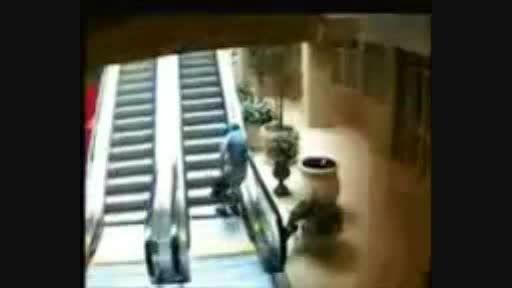 طنز افتاد از پله برقی