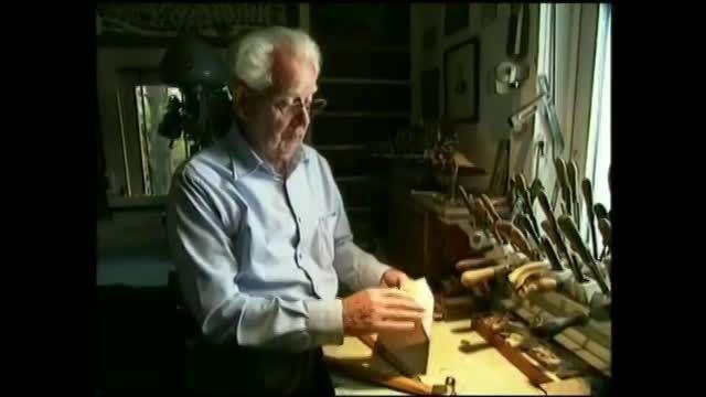 با 10 برش نوک چاقو از یک تکه چوب یک انبر دستی بسازید