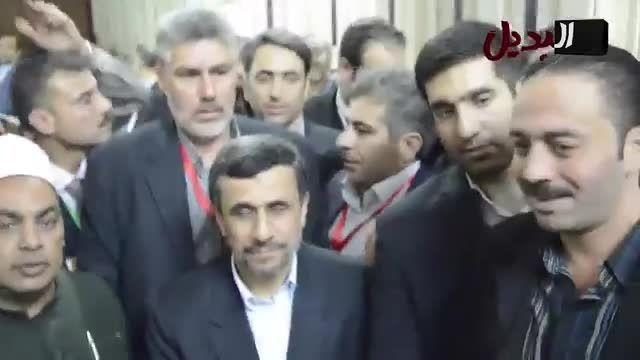 محمود احمدی نژاد در حرم حضرت زینب (س)