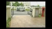 سرقت سریع و حساب شده کیف زن از پارکینگ خانه!