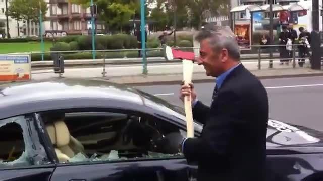 به دلیل عدم خدمات نمایندگی مرد ایرانی ماشینش را نابود ک