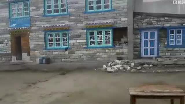تصاویر جدید از زمین لرزه در دامنه هیمالیا