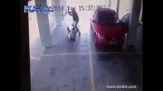 کتک زدن وحشیانه پیرمرد در پارکینگ ...!