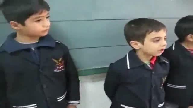 ویدئو ی بامزه از قهر و آشتی  کردن کودکانه