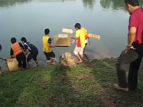 مسابقه قایقهای کارتنی در دانشگاه UTM