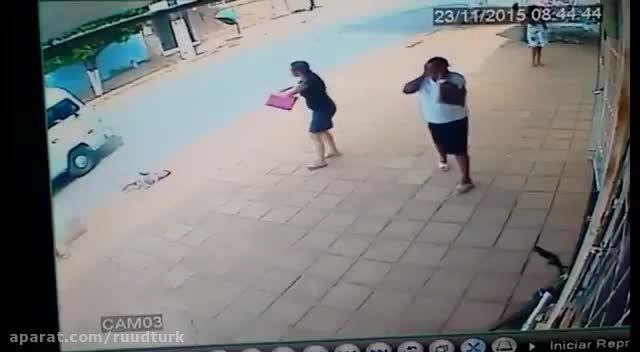 تصادف فجیع کودک در بی احتیاطی مادر