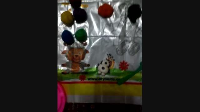 عروسک ٱلاف من با خمیر بازی