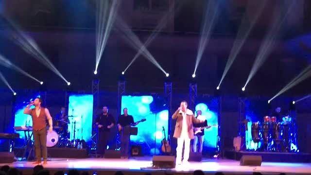 اجرای آهنگ من و بارون توسط شهرام شکوهی و بابک جهانبخش