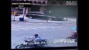 حادثه برای دختر بچه در خیابان.دلخراش
