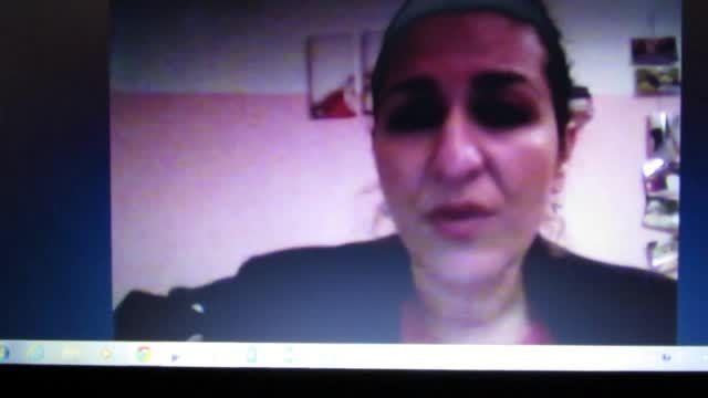دختر ترکیه ای-آلمانی که یک سایت ایرانی رو معرفی می کنه!