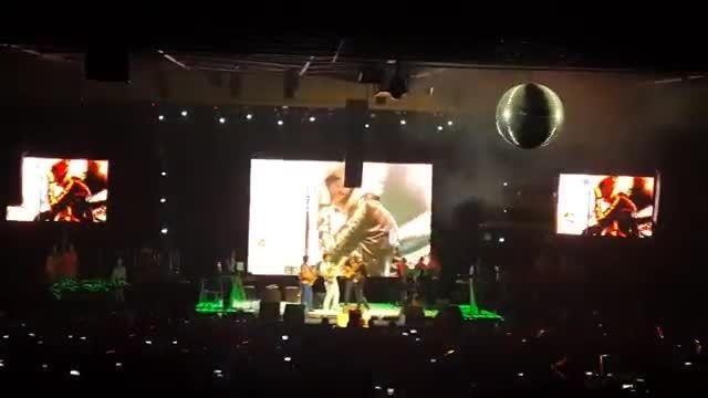 اجرای آهنگ ستایش در کنسرت(مرتضی پاشایی)