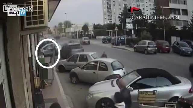 دستگیری دو سارق مسلح هنگام سرقت