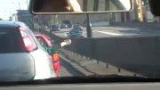 بازی باحال سنگ کاغذ قیچی در وسط ترافیک.....
