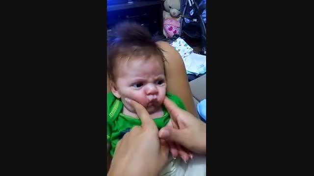 عصبانیت خنده دار نوزاد(اخر خنده)