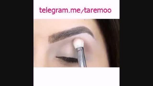 آرایش چشم دخترانه تیره در تارمو