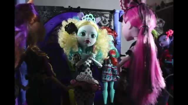 Monster high gloom and bloom doll