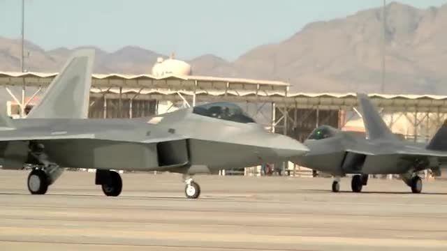 تیک آف و لندینگ F-22 رپتور