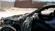 ماشین لخت و سوخته درحال حرکت تو خیابان