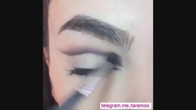 آرایش چشم با خط چشم کشیده و گربه ای زیبا در تارمو