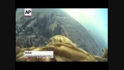 پرواز عقاب از فراز بلندترین ساختمان جهان