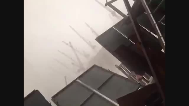 لحظه حادثه وحشتناک سقوط بالابر در مکه