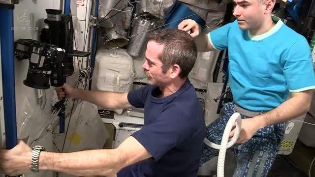 کوتاه کردن موی سر در فضا