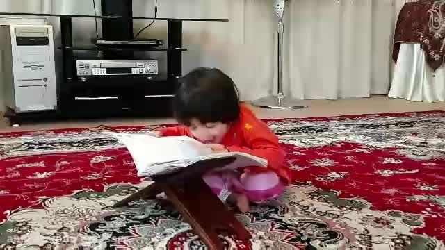 قرائت قرآن توسط یک دختر سه ساله