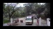 لحظه سقوط کامیون به دره!....