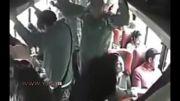 دزدان مسلح به پدر و پسری در یک اتوبوس شلوغ شلیک کردند...