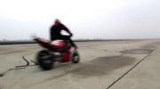 رقص وحرکات نمایشی فوق جالب با موتور سنگین