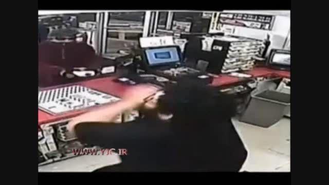 دزدی که با بنزین صندوق فروشگاه را خالی کرد!!!