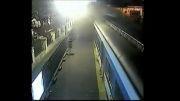 اتوبوسی که وارد خط مترو شد!!! و باعث تصادف شاخ به شاخ دوقطار